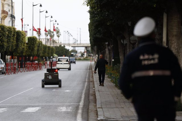 Coronavirus.- Túnez no descarta imponer de nuevo el toque de queda y confinamien