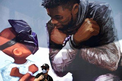 Disney dedica un emotivo mural a Chadwick Boseman (Black Panther) en Disneyland