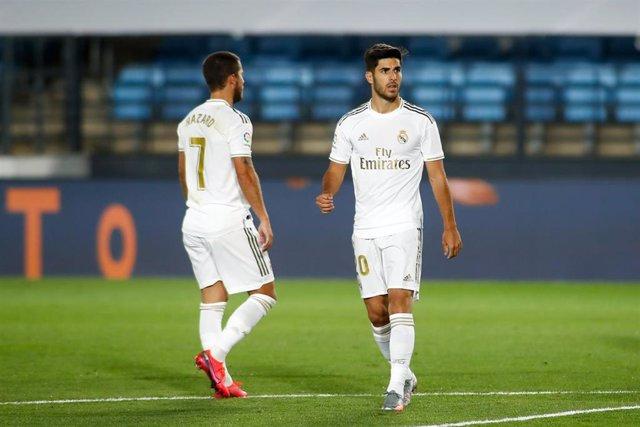 Hazard y Asensio durante un partido del Real Madrid en el Alfredo di Stéfano