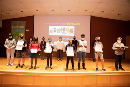 Alumnado de seis grupos escolares recoge los premios del III Concurso Escolar 'Diversidad fuente de riqueza'