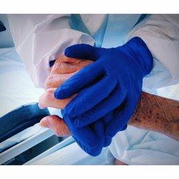 Atenció a una persona amb coronavirus a l'Hospital Santa Maria de Lleida