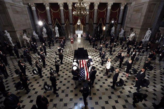 EEUU.- La capilla ardiente de Ruth Bader Ginsburg se traslada al Capitolio, un h