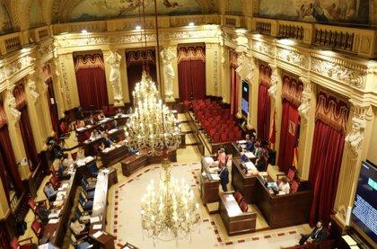 El Parlament reduce a 28 el número presencial de diputados en los plenos para prevenir contagios