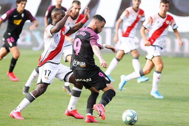 Fútbol/Segunda.- (Previa) Sporting y Rayo buscan seguir con el pleno ante Girona