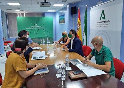 La Junta trabajará junto a Ayuntamiento y Puerto de Algeciras (Cádiz) en mejorar la playa de El Rinconcillo