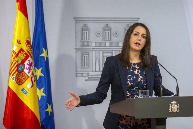 Arrimadas exige a Sánchez que defienda al Rey y desautorice a Iglesias y Garzón