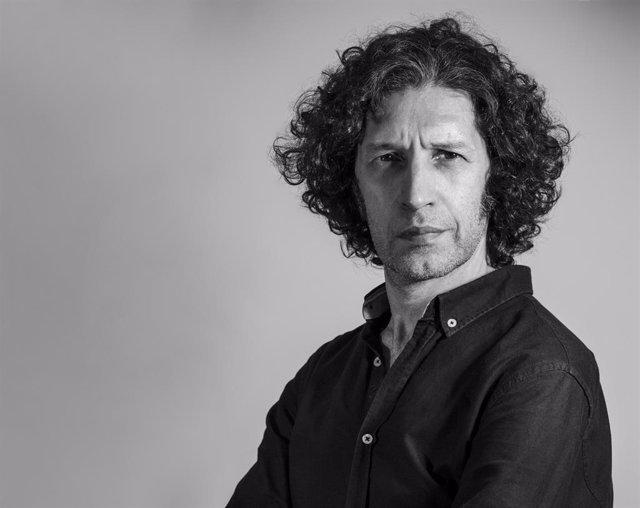 El escritor Javier Menéndez Flores