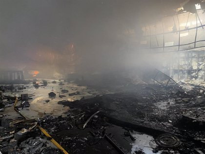 Un incendio destruye la discoteca 'Club Diamond' en Alcalá de Henares