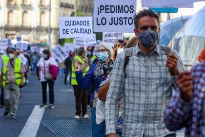 """Marea de Residencias recorre Madrid para pedir una ley de residencias estatal que sea """"justa, digna y responsable"""""""