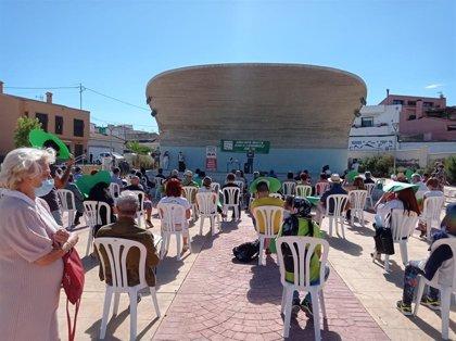 Colectivos y partidos se concentran en San Miguel de Salinas por la gestión pública del Hospital de Torrevieja