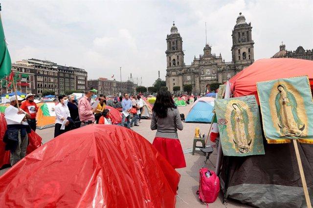 Acampada del Frente Nacional Anti-AMLO (FRENAAA) en Ciduad de México