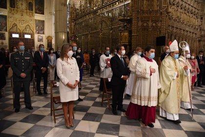 Page y Tolón, testigos de la imposición del palio arzobispal por parte del Nuncio Apostólico a Cerro Chaves
