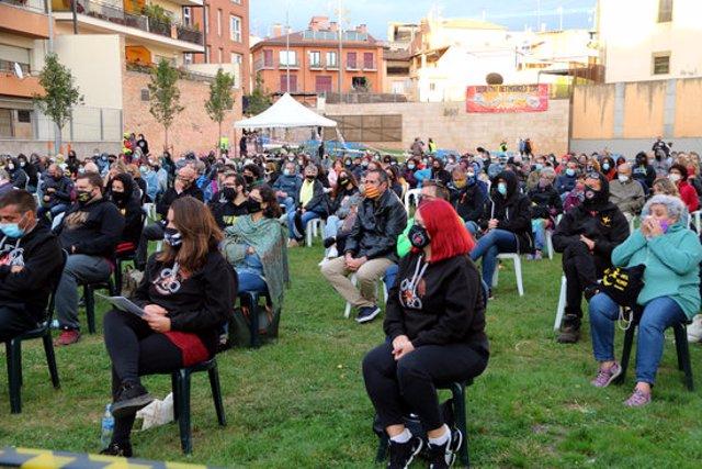 Pla general del públic durant la projecció del documental 'De matinada' a Vic. Imatge del 26 de setembre del 2020. (Horitzontal)