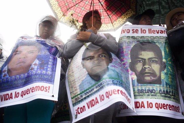 Protesta por la desaparición de los 43 'normalistas' de Ayotzinapa, México