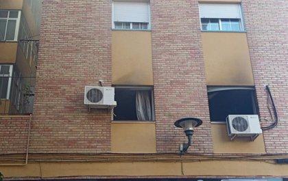 Sucesos.- Trasladada al hospital una persona tras registrarse un incendio en un piso de Málaga
