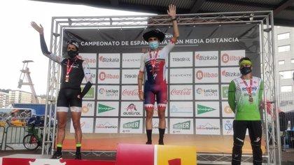 Laura Gómez y Javier Gómez Noya, campeones de España de triatlón