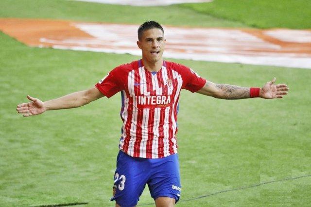 Uros Djurdjevic celebra un gol con el Sporting de Gijón