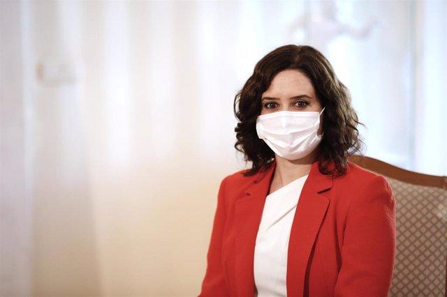 La presidenta de la Comunidad de Madrid, Isabel Díaz Ayuso, durante  su reunión con el jefe del Ejecutivo, Pedro Sánchez, en la sede de la Presidencia regional, en Madrid (España), a 21 de septiembre de 2020.