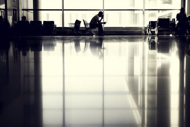 Pasajero en el aeropuerto.