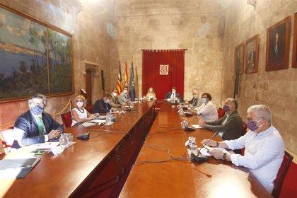 Negociación de los ERTE 'in extremis': Gobierno y agentes sociales se reúnen mañana para intentar el acuerdo
