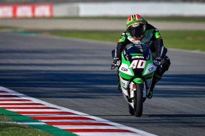Arenas se deja el liderato y Marini y Darryn Binder triunfan en Moto2 y Moto3