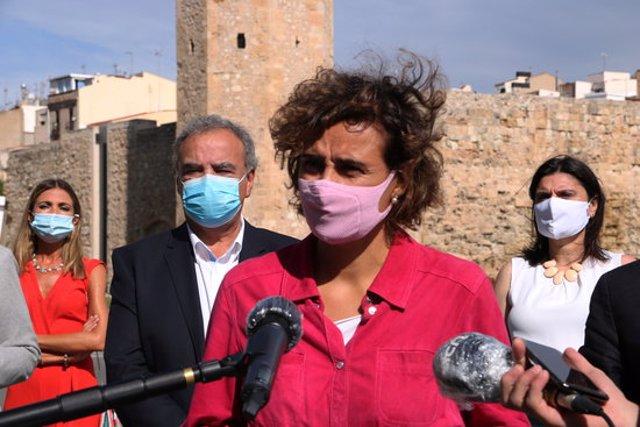 Pla mitjà de la portaveu del PP al Parlament Europeu, Dolors Montserrat, en l'atenció als mitjans a Tarragona prèvia a una reunió del partit. Imatge del 27 de setembre del 2020 (Horitzontal).