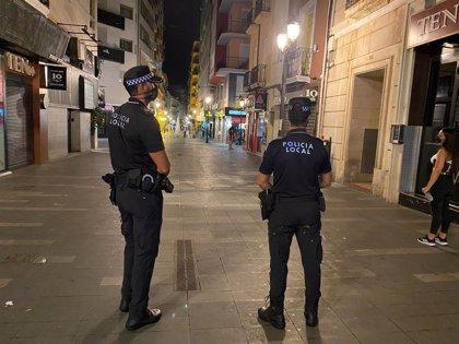 Cierran y desalojan un pub de Alicante que tenía más de 50 personas dentro
