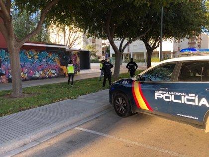 Detenido un hombre de 41 años por amenazar a un menor y a su amigo con un puño americano en València