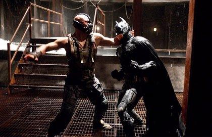 La brutal muerte en El Caballero Oscuro: La leyenda renace que Nolan eliminó por ser demasiado violenta