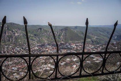 Armenia reconoce 16 militares muertos y más de 100 heridos en los combates en Nagorno-Karabaj