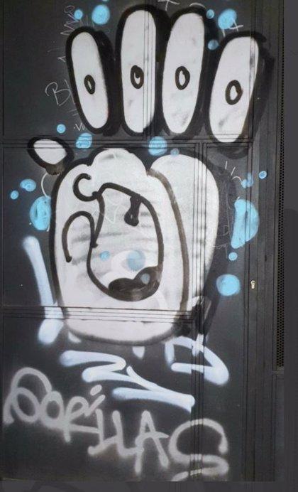 Agentes de paisano de la Policía Local de Valladolid detienen a un conocido grafitero de la ciudad