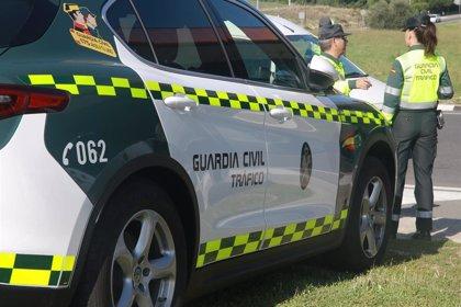 Fallecido un joven de 20 años y otros dos heridos al volcar su vehículo entre Écija (Sevilla) y La Carlota (Córdoba)