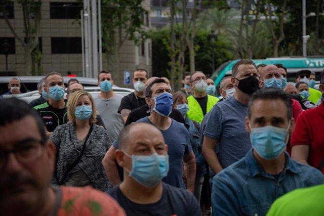 Treballadors de Nissan Motor Iberica de la de la Zona Franca de Barcelona, es concentren a la Diagonal. Barcelona, Catalunya, (Espanya), 4 de juny del 2020.