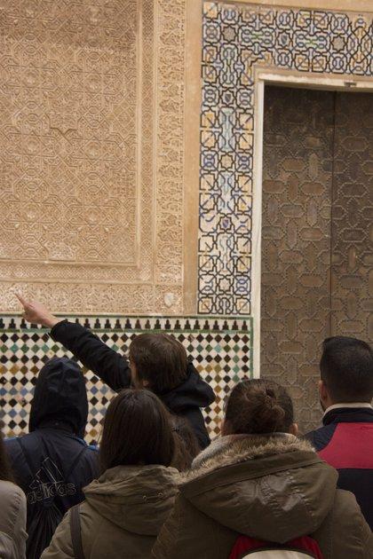 La Alhambra de Granada organiza visitas guiadas para acercar el monumento a las familias