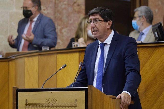 El vicepresidente de la Junta y consejero de Turismo, Regeneración, Justicia y Administración Local, Juan Marín, en el Pleno del Parlamento andaluz (Foto de archivo).