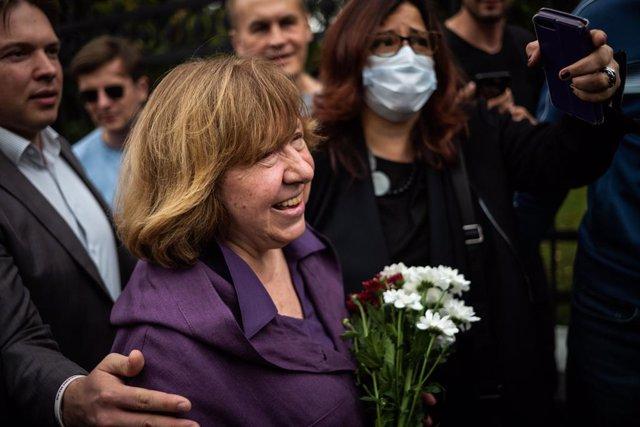 """Bielorrusia.- Svetlana Aleksiévich abandona Bielorrusia en un viaje por """"motivos"""