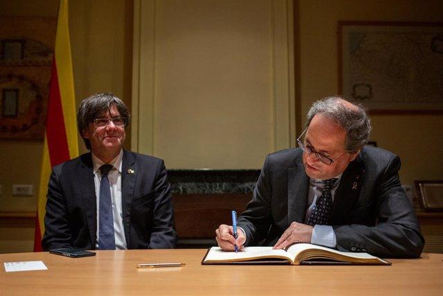 L'expresident Carles Puigdemont i el president del Govern, Quim Torra, a la Casa de la Generalitat de Catalunya a Perpinyà (França), 29 de febrer del 2020.