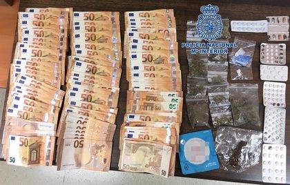 Detenido en una zona de ocio de Arona con 5.900 euros y varias dosis de droga