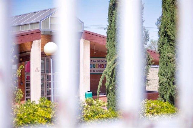 Fachada de la escuela infantil La Casa de Niños de Parque Coimbra, en Móstoles (Madrid)