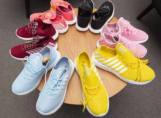 Más de 5.000 andaluces vulnerables estrenarán zapatos en el inicio de curso gracia a Fundación 'la Caixa' y Caixabank