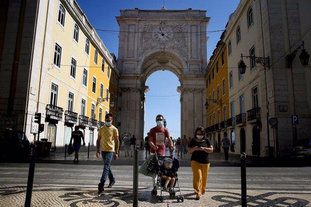 Coronavirus.- Portugal reduce a 425 los contagios diarios, aunque supera ya los