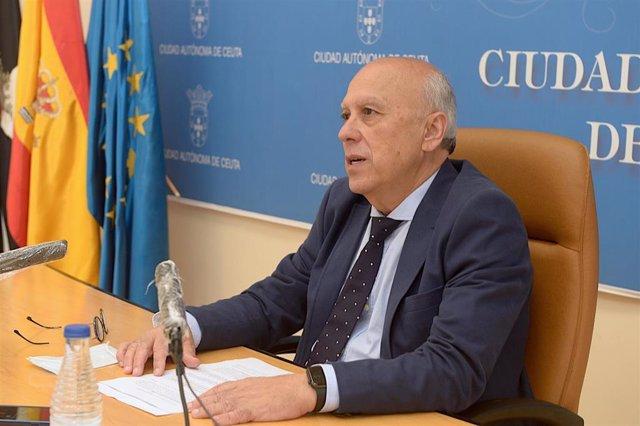 El consejero de Sanidad del Gobierno de Ceuta, Javier Guerrero (PP), en una rueda de prensa en una imagen de archivo