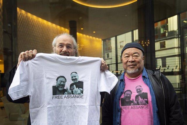 Wikileaks.- El disidente chino Ai Weiwei protagoniza una protesta silenciosa dur