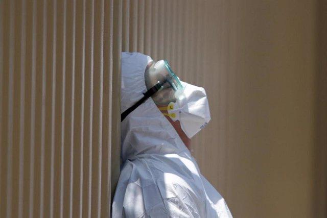 Trabajador sanitario en el Hospital General de México durante la pandemia de coronavirus