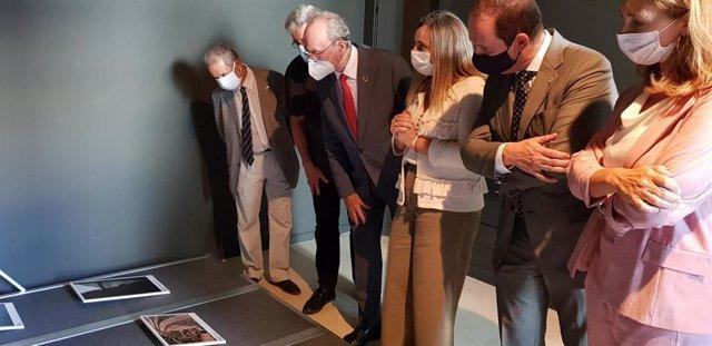 La consejera de Fomento, Marifrán Carazo, y el alcalde de Málaga, Francisco de la Torre, en la inauguración de la muestra 'Las fábricas del sur'