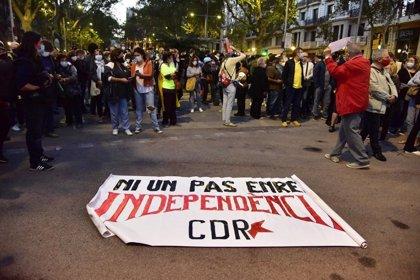 Unos 400 CDR cortan el paseo de Gràcia de Barcelona en protesta por la inhabilitación de Torra