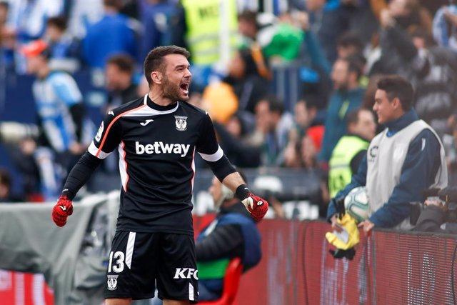 Fútbol.- El Sevilla cede al portero Juan Soriano al Málaga hasta el final de la