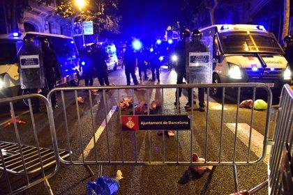 Los CDR arrojan cabezas de cerdo a los Mossos ante la Delegación del Gobierno en Barcelona