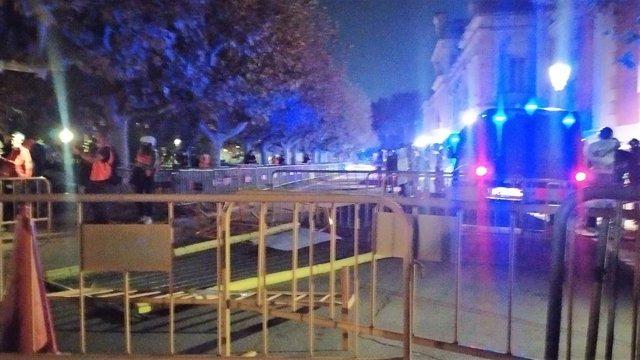 Manifestants llancen maons als Mossos prop del Parlament