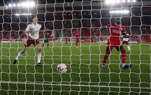 Fútbol/Premier.- El Liverpool se toma la revancha (3-1) ante el Arsenal y se une
